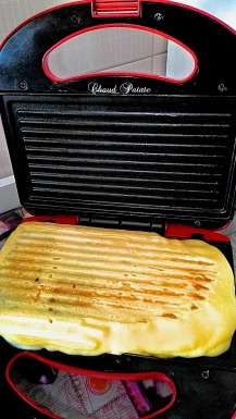Avec l'appareil à sandwich fermé cuisez la crêpe pendant 5-8 minutes ...